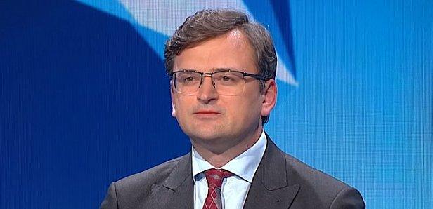 В Україні дозволять подвійне громадянство, але не з Росією – Кулеба